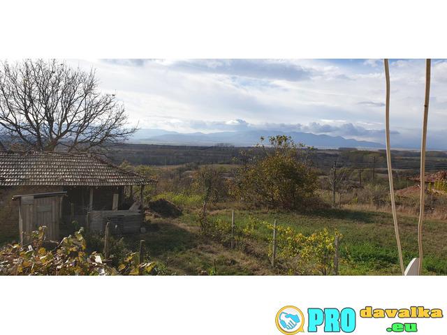 Продавам двуетажна къща в с. Конево